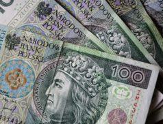 Znana jest nam już interpretacja Ministerstwa Finansów w sprawie ulg na zakup kas online. Rozpoczęła się wymiana dotychczasowych kas fiskalnych na kasy nowej generacji. MF przedstawiło wyjaśnienia w sprawie możliwości odliczenia kosztów zakupu nowej kasy od podatku, co pozwoli podatnikom zaoszczędzić pieniądze.